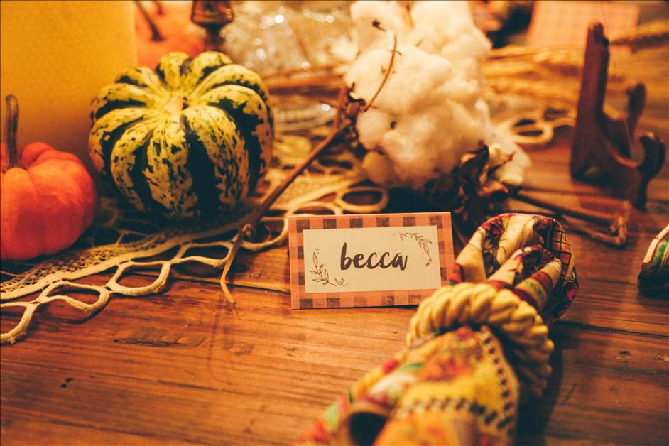 Thanksgiving table with printable Thanksgiving place card and decorations