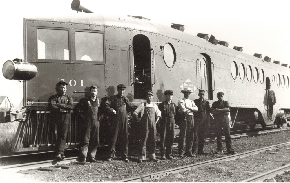 <br /> McKeen Motor Car #101 with Railroad Workers