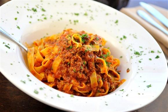 fettuccine bolognese fettucine bolognese dinner pasta pasta bolognese ...