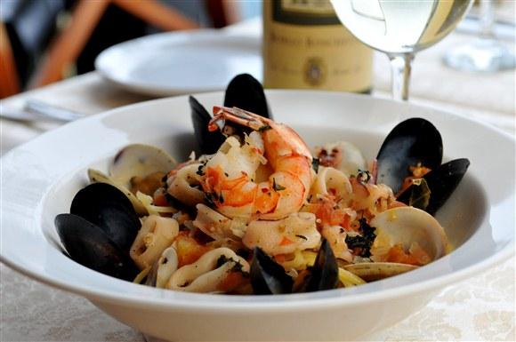 "Linguine ""Scoglio"" with Seafood - Toula"