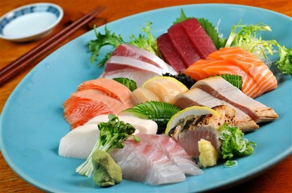 Deluxe Sashimi - TaKe Sushi