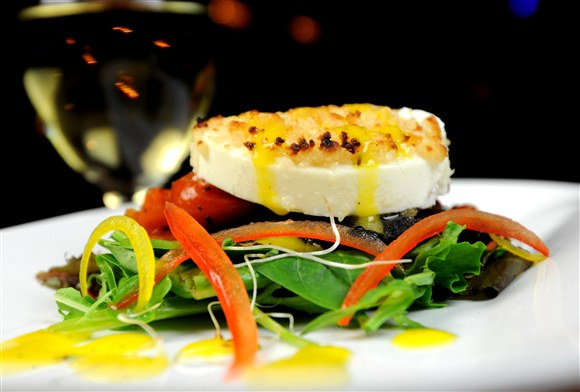 WARM GOAT CHEESE & PORTOBELLO SALAD - Alleycatz