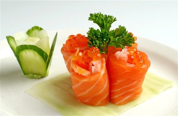Iskura Salmon Roll (4pcs) - Sushi Xtra