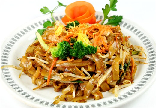 Pad See-EW (Fried Rice Noodles with Soya Sauce) - Thai Royal York