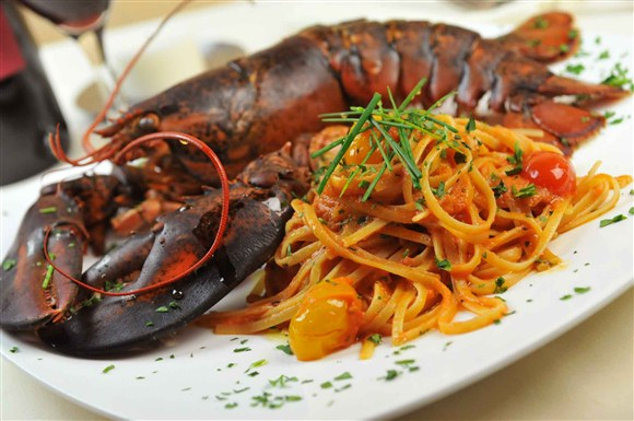 Lobster with Linguine (Market Price) - Vaticano