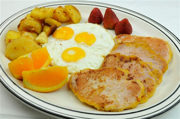 Peameal Bacon & Eggs - Golden Diner