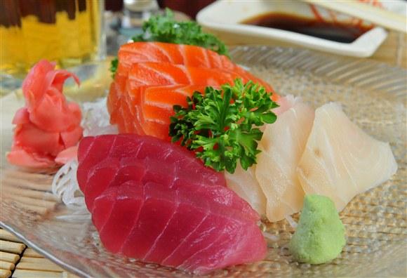 Sashimi (9pcs) - LoLa Sushi