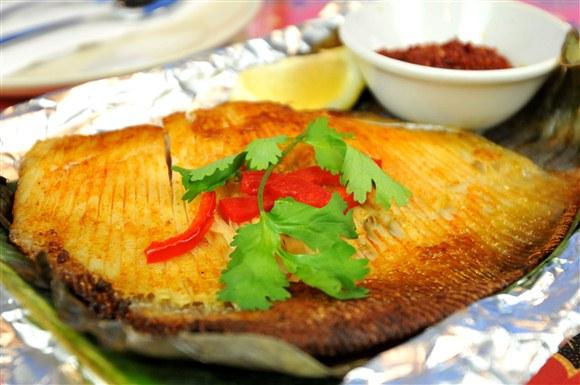 Ikan Bakar (Banana Leaf Grilled Stingray) - Gourmet Malaysia