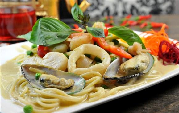 Spicy Seafood (Pad Ped Talay) - Sit in Bangkok