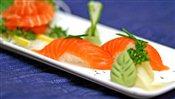 Salmon Sushi (2 pcs)