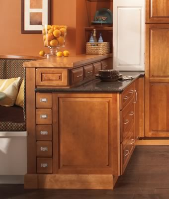 Merillat Masterpiece® Fairlane in Maple Burnished Praline