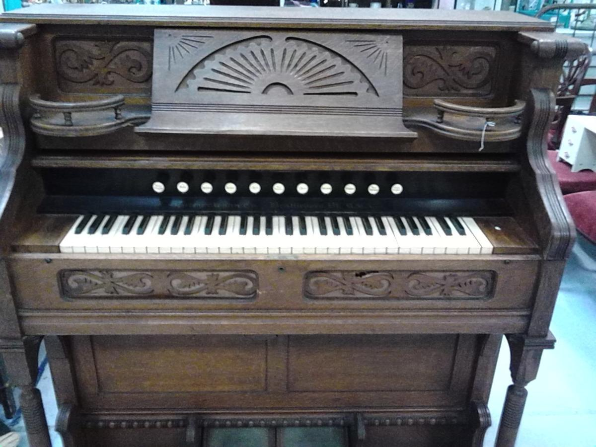 OLD PUMP ORGAN