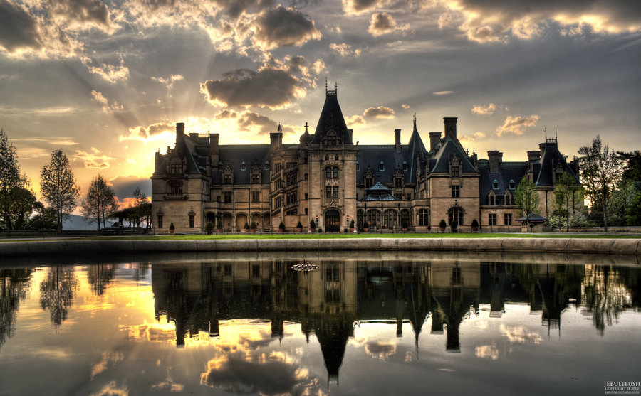 Biltmore Estate is a large ( acres or square miles or square kilometers) [also noted as 5, acres and 8, acres elsewhere on this page] private estate and tourist attraction in Asheville, North Carolina.