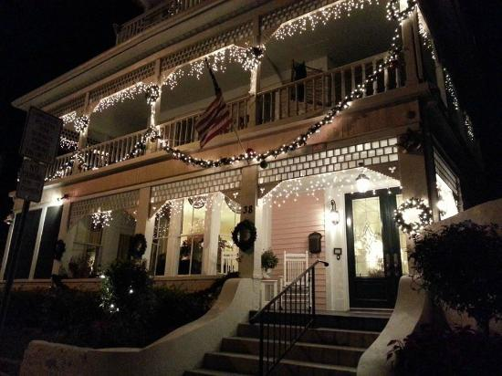 <a href=http://www.hauntedtravelsusa.com/me/haunted-travels-usa/kenwood-inn-6717.html target=_blank>Kenwood Inn - St Augustine FL</a>