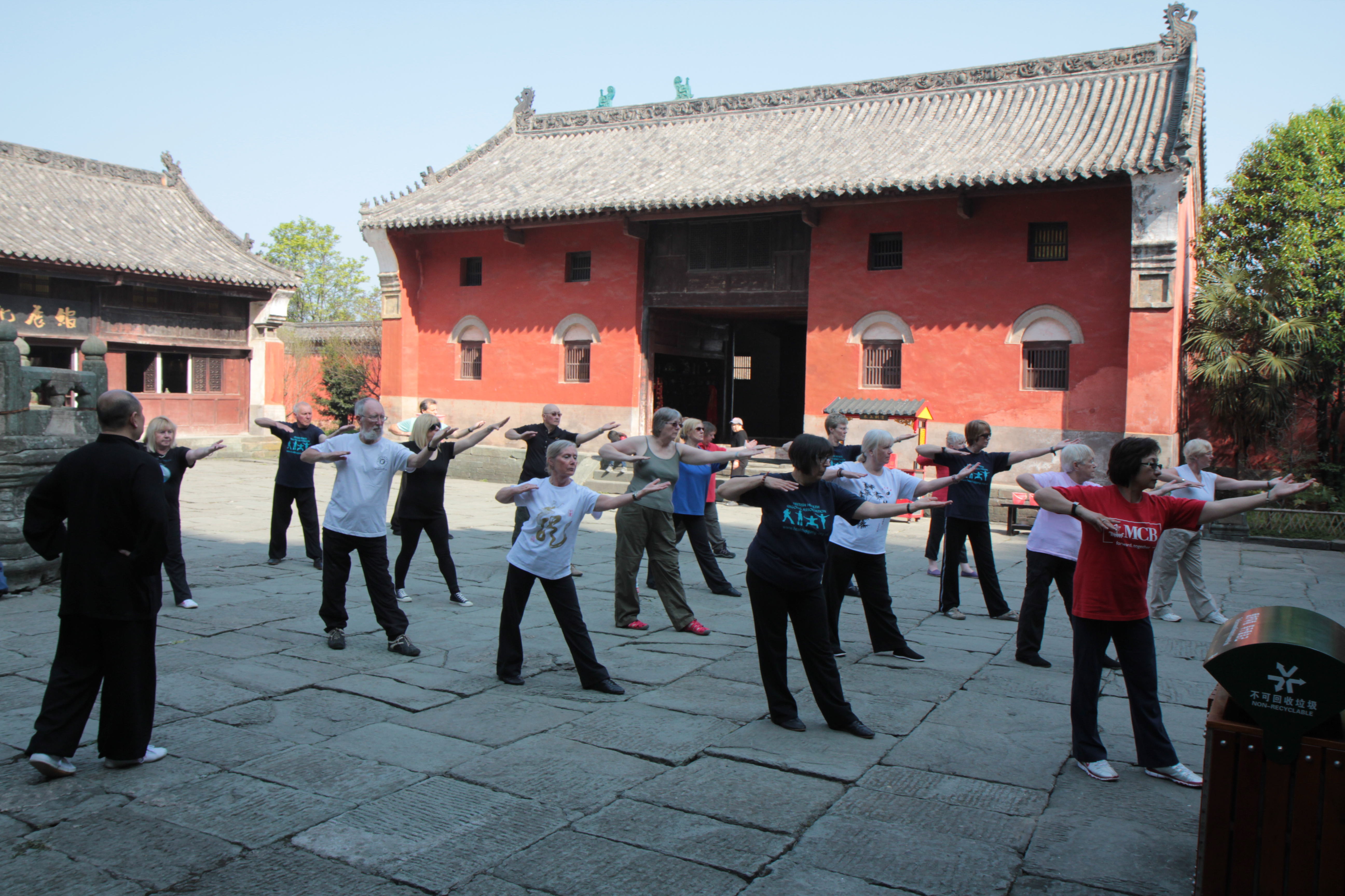 10 Reasons to Get to Know Qigong: Yoga's Less Popular Cousi