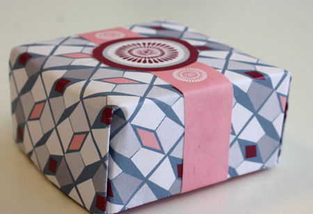 Elegant Small Gift/Favor Box: Pink, Grey and Burgundy Motif.