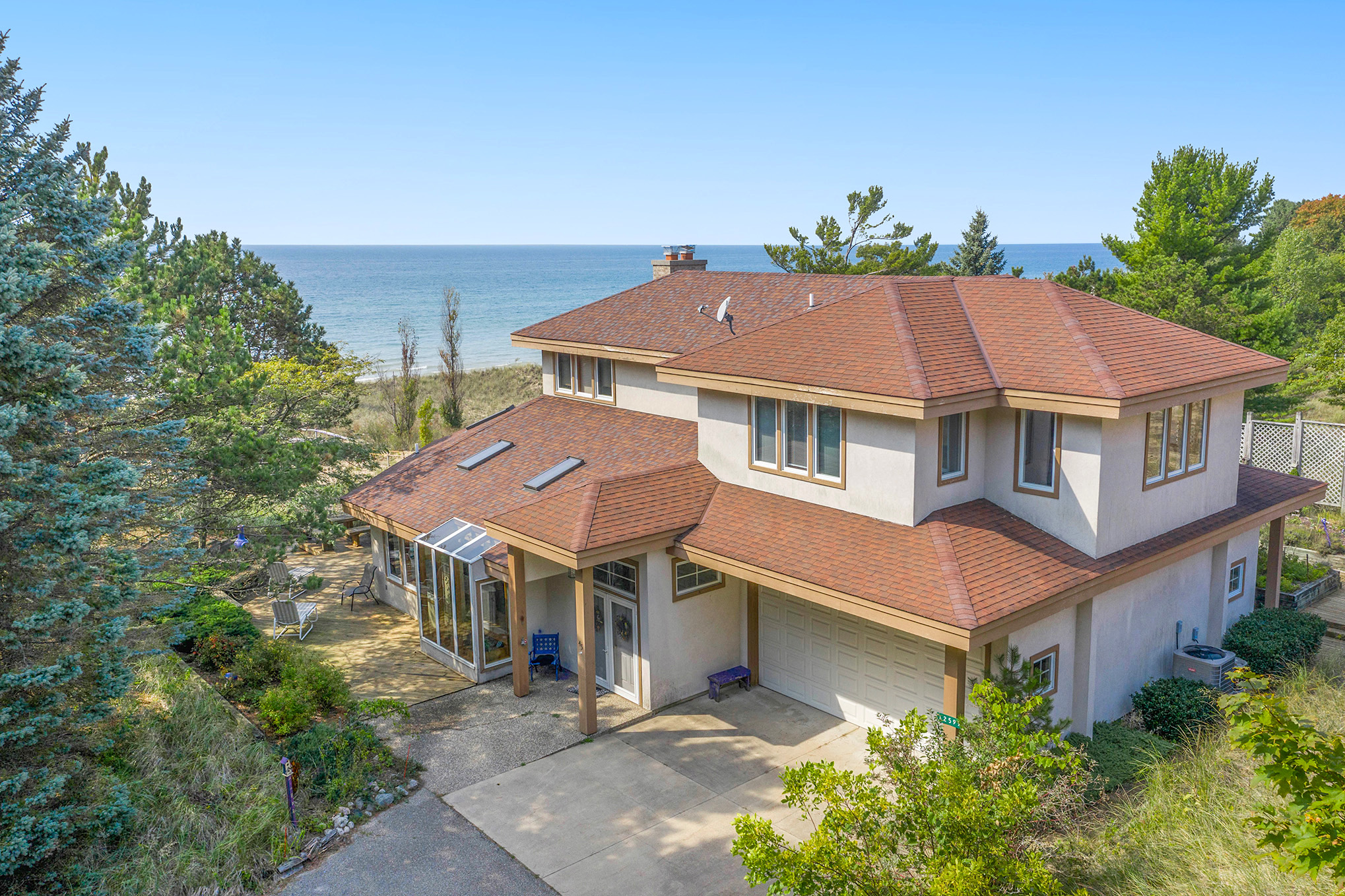 SHORT TERM 12/1 to 4/30/2022 Lakeside Beach Home in Grand Haven
