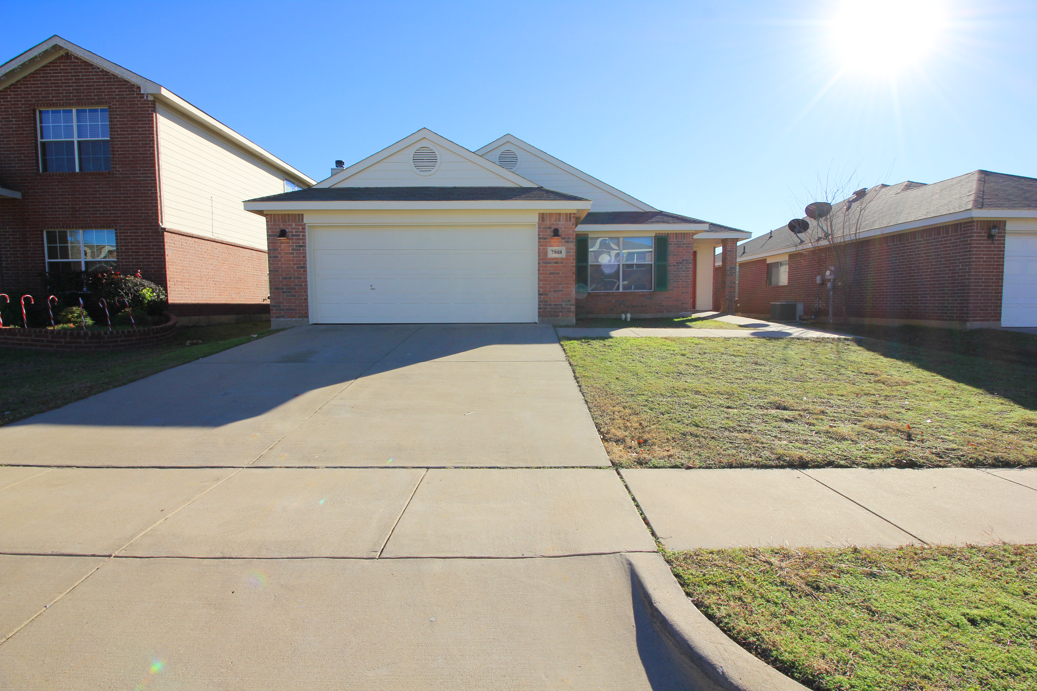 7908 Whitney Ln Ft Worth, TX 76112