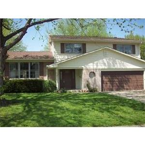 Tri-Level with 2 Car attached garage and great back yard in Wayne TWP!