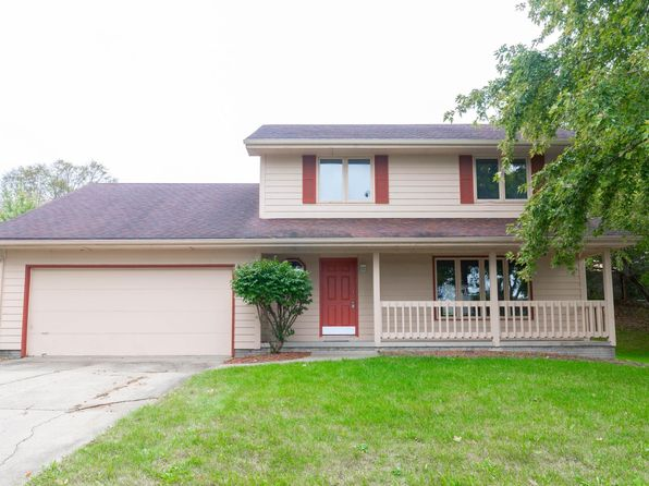 Large 3 bedroom 2.5 bath home available now
