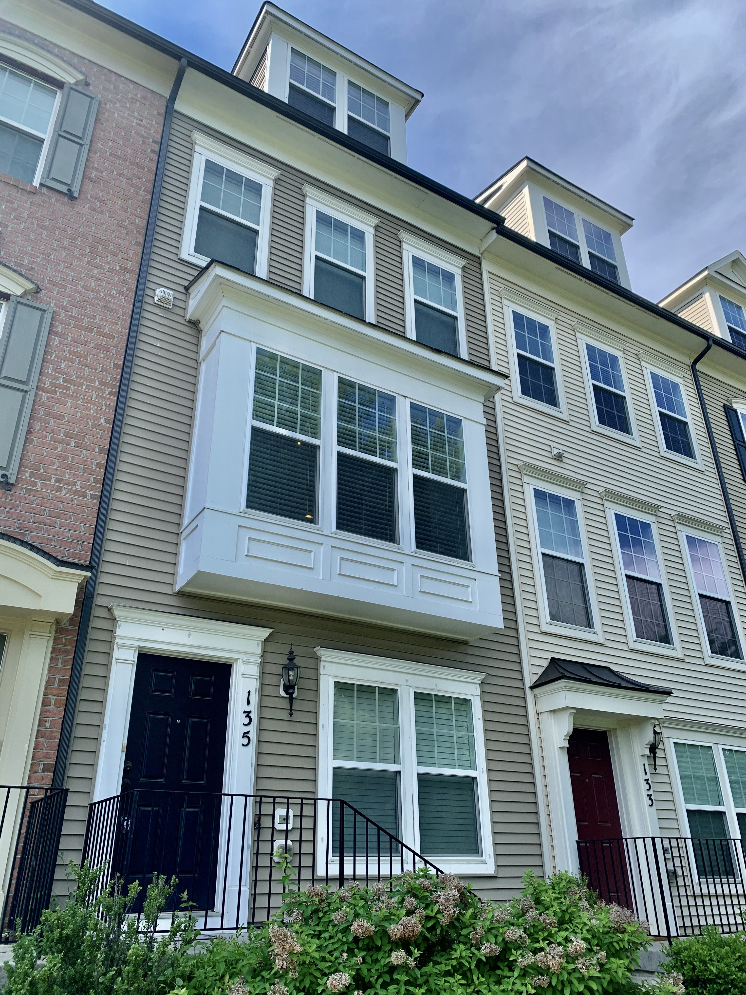 Beautiful 3 Bedroom 3.5 Bath Townhouse Available July 26!