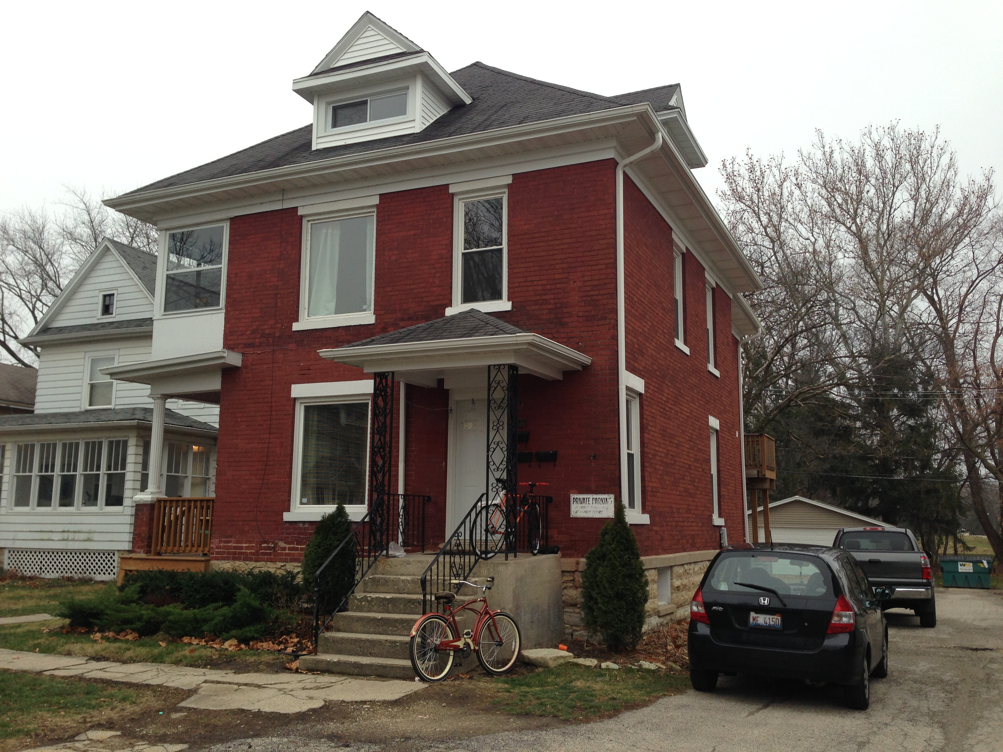 522 College Ave, 2 min walk to campus
