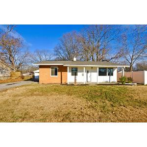 Nice finishes in this 3 bedroom in Brownsburg!