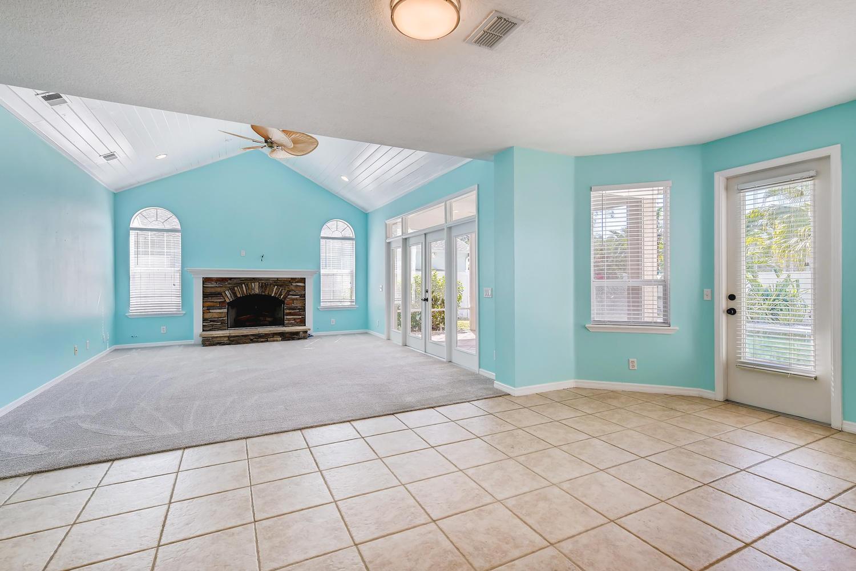 Photo of 9256 Sea Oaks Ct, Seminole, FL, 33776
