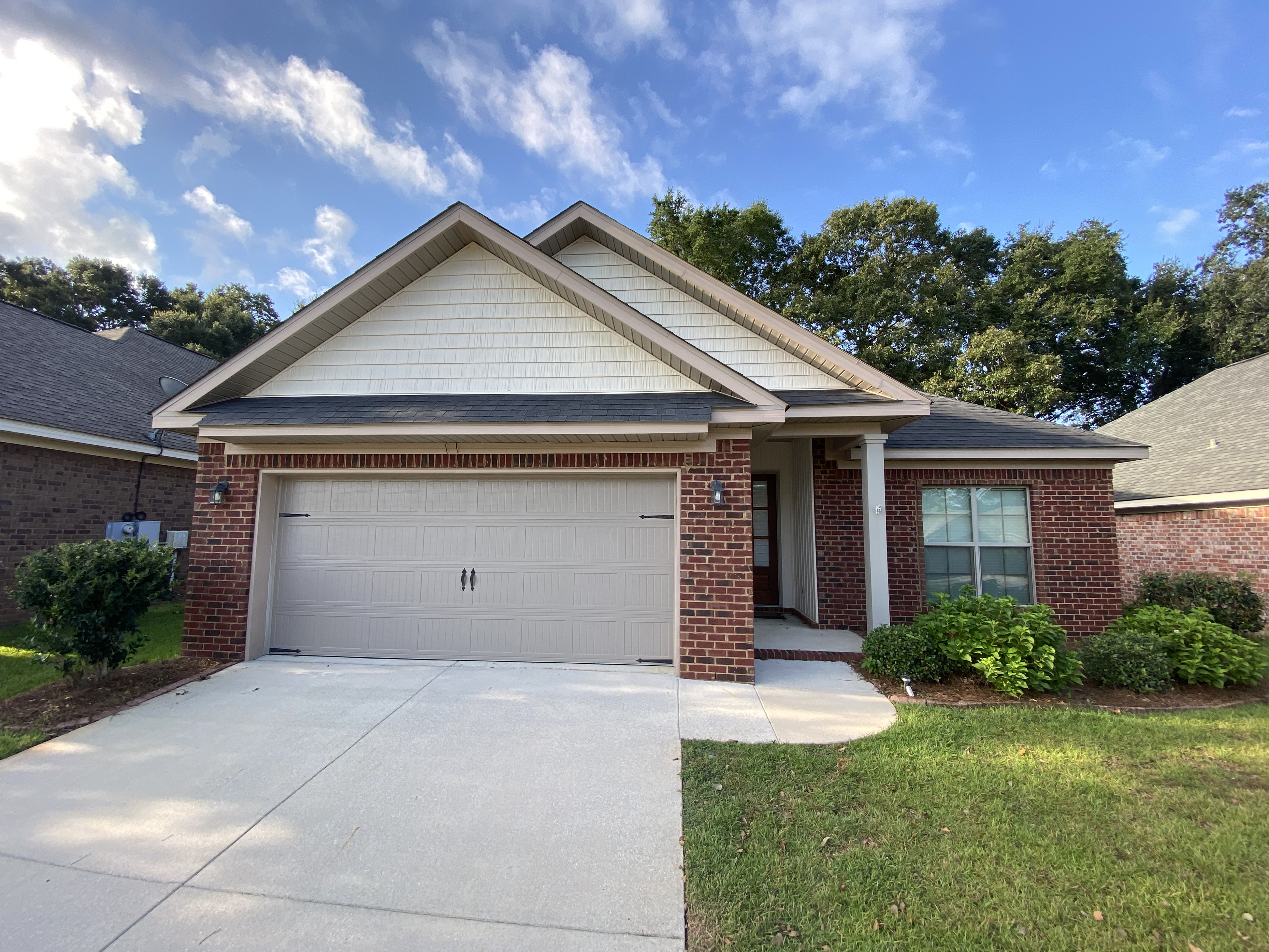 3 BEDROOM / 2 BATH WITH OFFICE AVAILABLE 9/18 IN DAPHNE!!