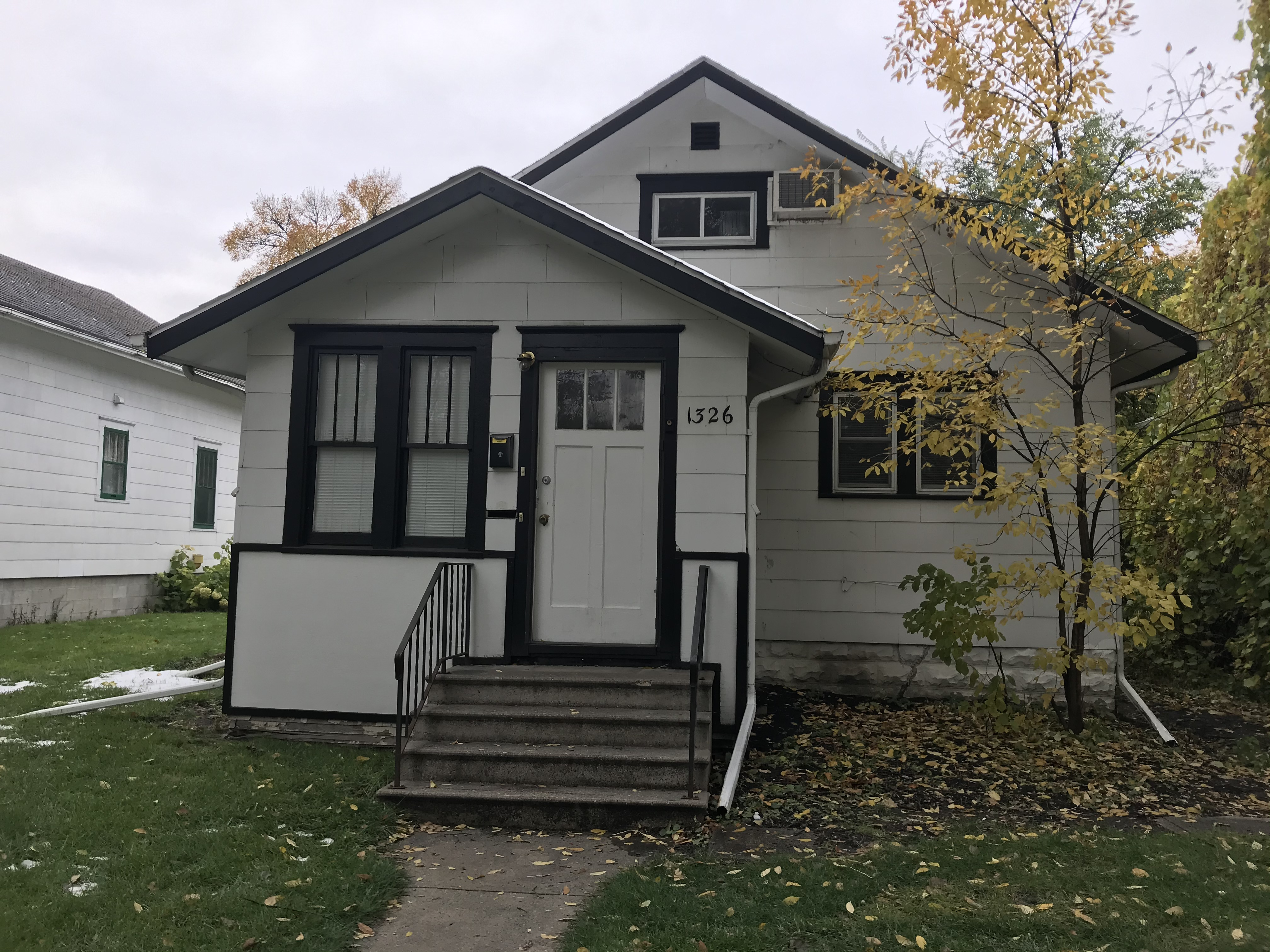 2 Bed / 1 Bath House .01 miles from NDSU! Available Aug 1st!