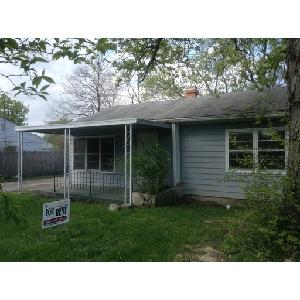 Great 2 bedroom with covered front porch and big back yard!