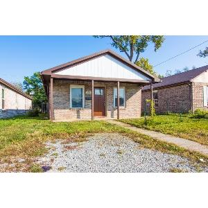 3 BEDROOM 2 BATH ACROSS THE STREET FROM SCECINA HS, AT A GREAT PRICE!!