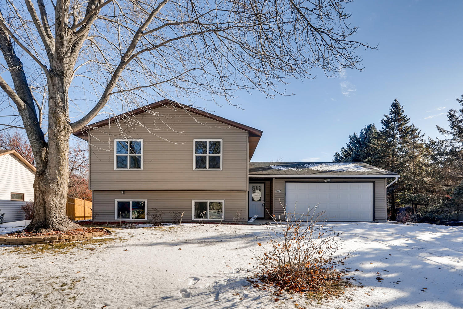 Photo of 9162 Lanewood Ln N, Maple Grove, MN, 55369