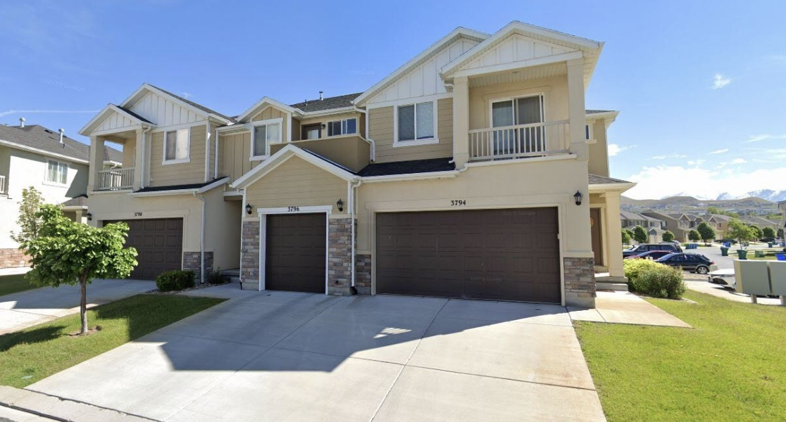 3 Bed/2.5 Bath Townhome.  Great Location