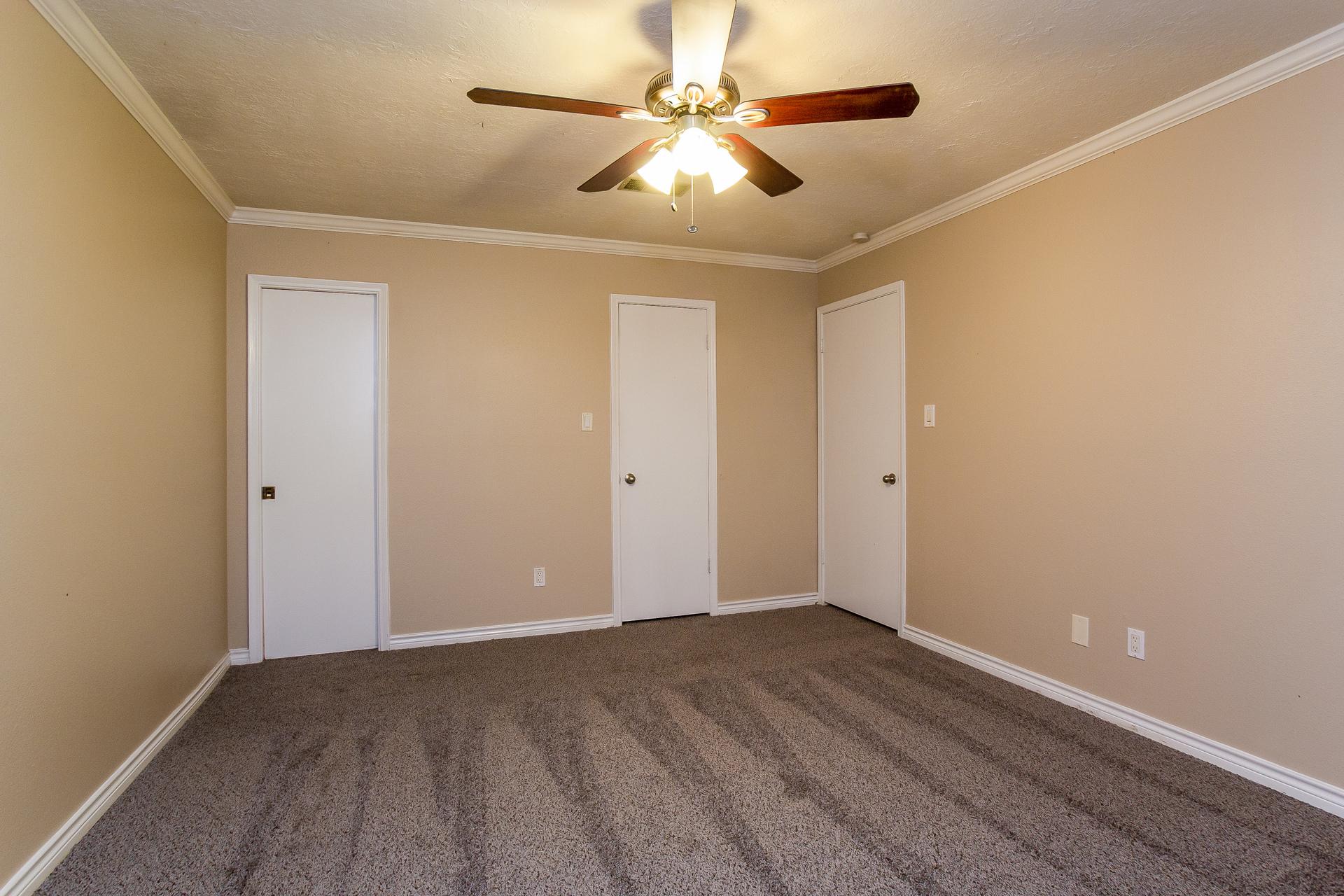 Photo of 518 Tresvant Drive , Webster , TX , 77598