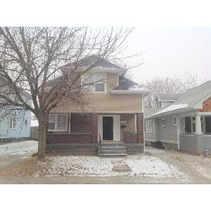 Nicely renovated and spacious 3 bedroom