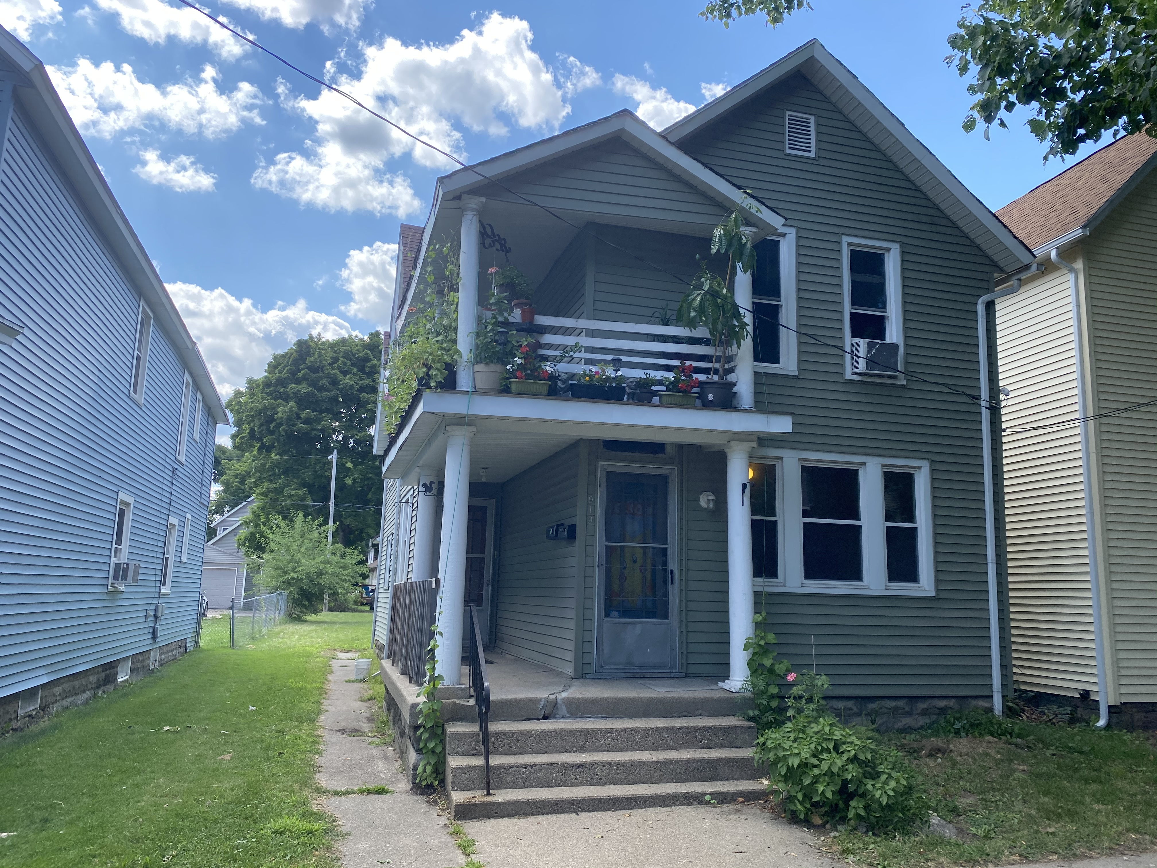 Renovated Duplex located NW of Grand Rapids