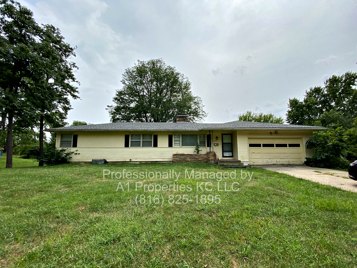 8001 E 54th Ter - 3 BEDROOM RANCH ON LARGE LOT!