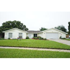 4/2,5 with Beautiful Fenced Yard with Pool