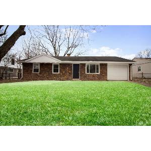 Perfect location on Indy's NE side with great amenities!!!