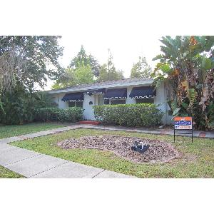 Beautiful 3/2 Home W/ Screened Lanai!