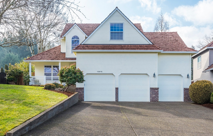 Photo of 13915 SW Aerie Dr Tigard, OR 97223