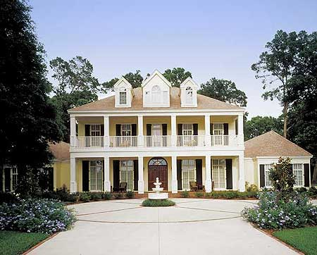 Panarama photo of the front exterior of plantation home design