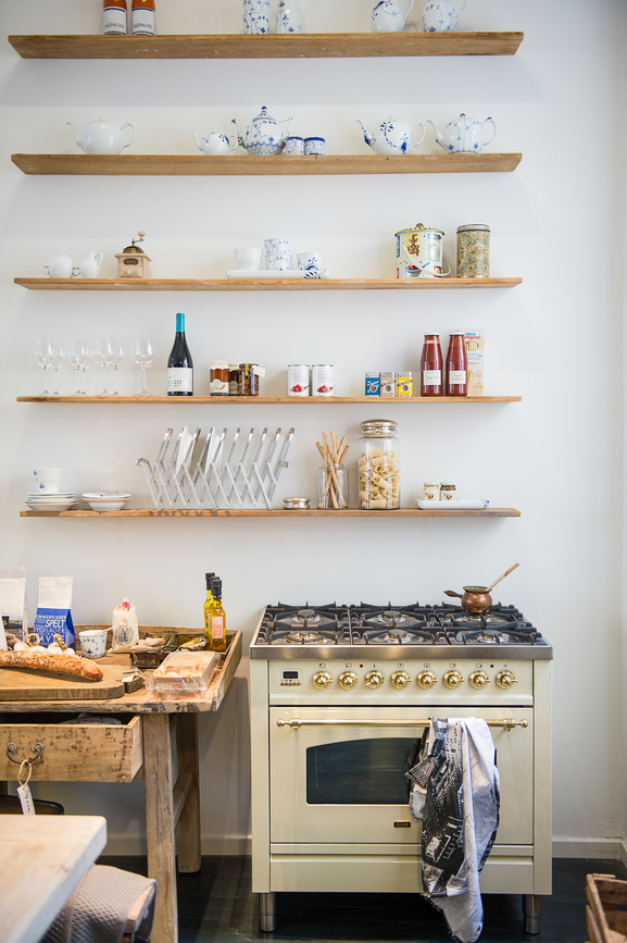 Simple kitchen shelving design idea