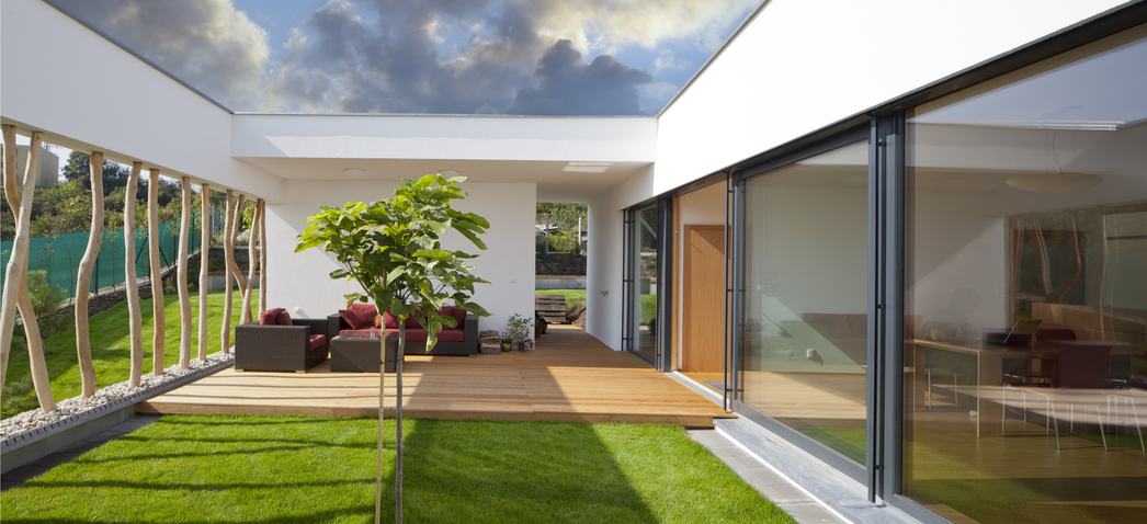 Tranquil grassed in courtyard in the middle of a modern for House design with garden in the middle