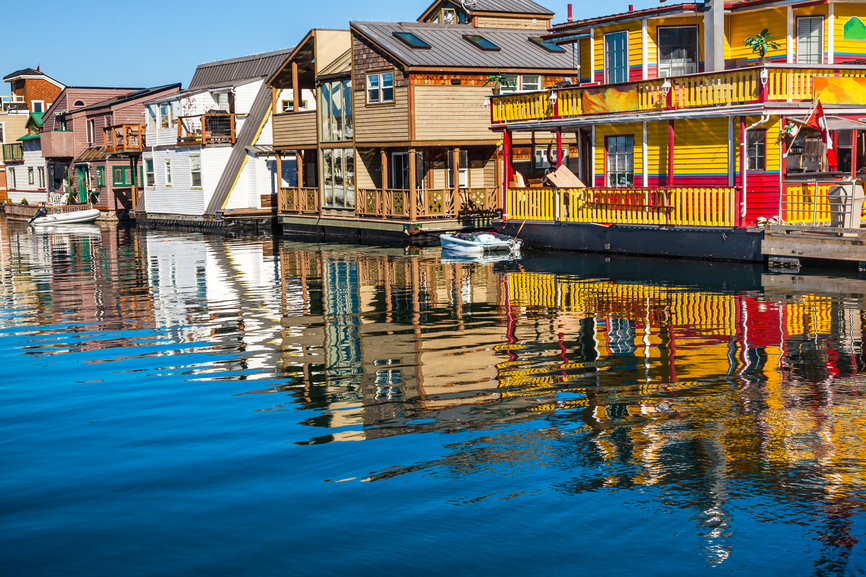 Picture of a row of floating homes in Victoria, British Columbia