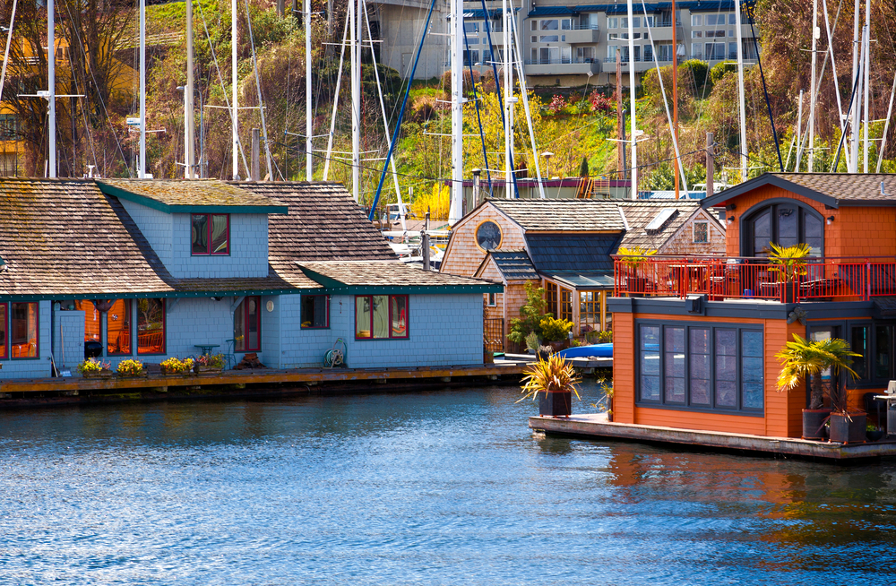 Large floating homes on Lake Union in Seattle, WA