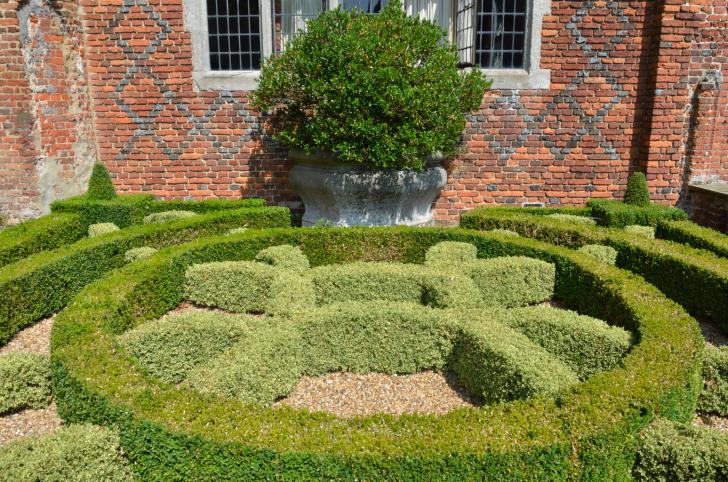 Small garden maze