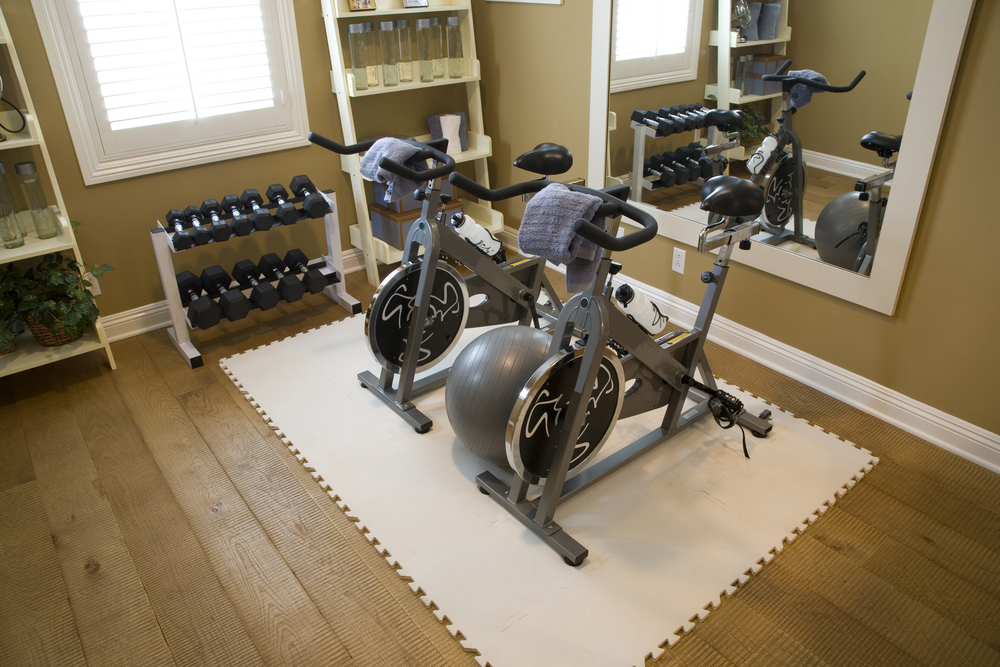 27 luxury home gym design ideas for fitness buffs for Home gym room
