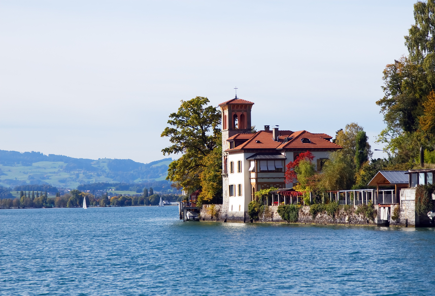 Villa on Oberhofen Lake in Switzerland